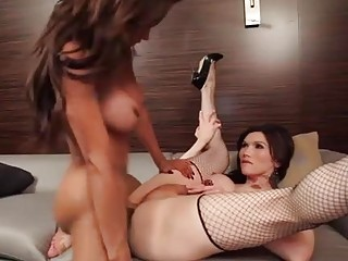 Irresistible shemale seductress spreads her legs to pound her ass